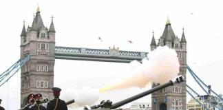 El Reino Unido recuerda con 41 cañonazos la figura del príncipe Felipe