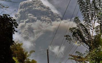 Explosión volcánica remece San Vicente