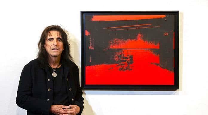 Subastarán obra de Warhol olvidada en bodega de Alice Cooper'>