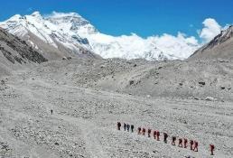 Cancelan permisos para subir al Everest