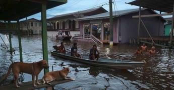 Desbordan ríos de la Amazonia