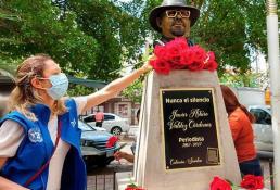 Develan busto del periodista Javier Valdez