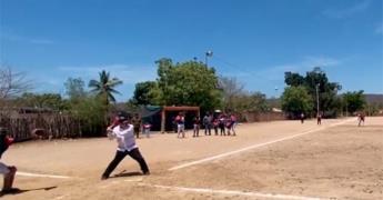 AMLO se da tiempo para macanear durante gira por Sinaloa (VIDEO)