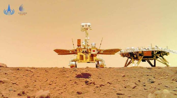 Fotos muestran explorador chino en la superficie de Marte'>
