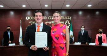 Samuel García recibe constancia como gobernador electo de NL