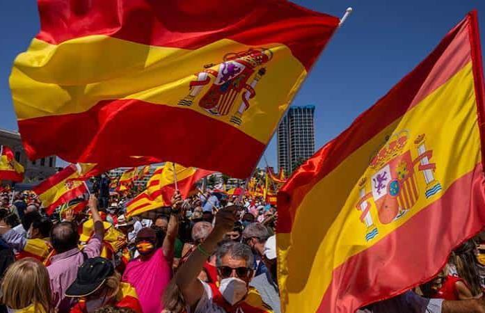 Miles en España piden renuncia de su gobierno