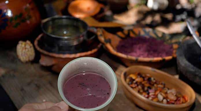 Cocinera indígena gana concurso de platos mexicanos con un atole de maíz morado'>