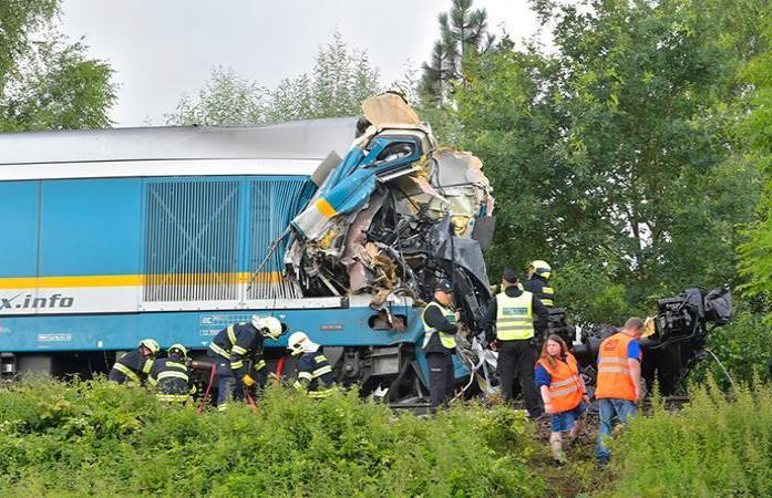 Al menos dos muertos y decenas de heridos en choque de trenes en Chequia