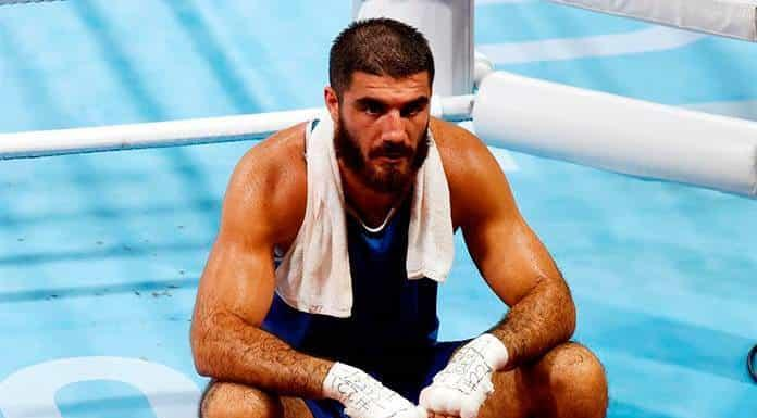 El Tribunal Deportivo rechaza reclamación de púgil francés que hizo sentada en el ring como protesta'>