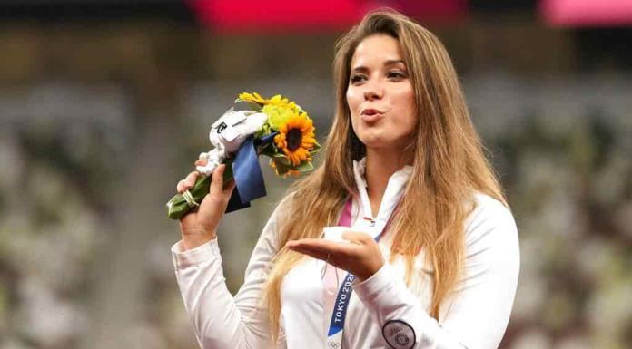 Atleta polaca subasta su medalla de Tokio para que niño sea operado en España'>