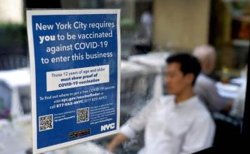 Extranjeros que quieran visitar EEUU deberán estar completamente vacunados contra COVID-19, a partir de noviembre