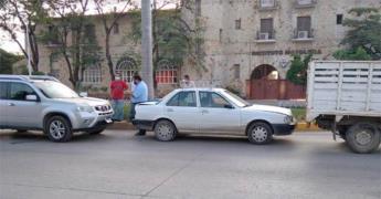 Colisionan tres vehículos frente a los cinemas en Ciudad Valles