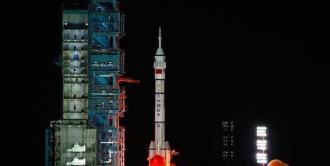 China pone en órbita a la nueva tripulación de su estación espacial