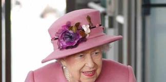 Isabel II atiende audiencias virtuales en Windsor tras su alta hospitalaria