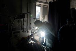 La OMS estima que pandemia está lejos del final y mantiene emergencia mundial