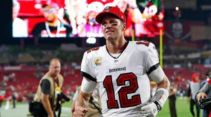 Brady convierte partido histórico en recuerdos memorables para dos fanáticos'>