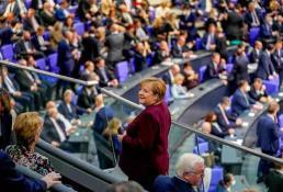 Alemania, entre un parlamento presidido por una mujer y Merkel en la tribuna